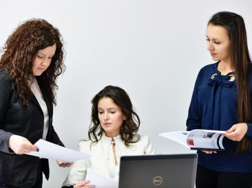 """[ADP] How to Empower Women in the Workplace: Moving Beyond the """"Expert Mindset"""""""