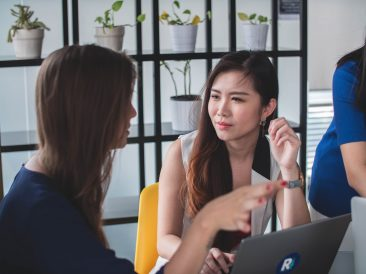 [ADP] 4 Ways to Facilitate Effective Communication in the Workplace