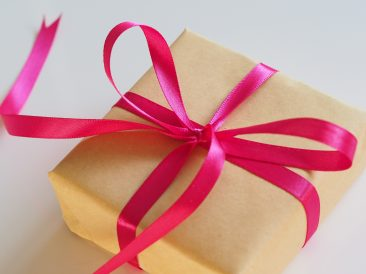 [Twitter] 4 ways to feature products in your Twitter campaigns this gift-giving season